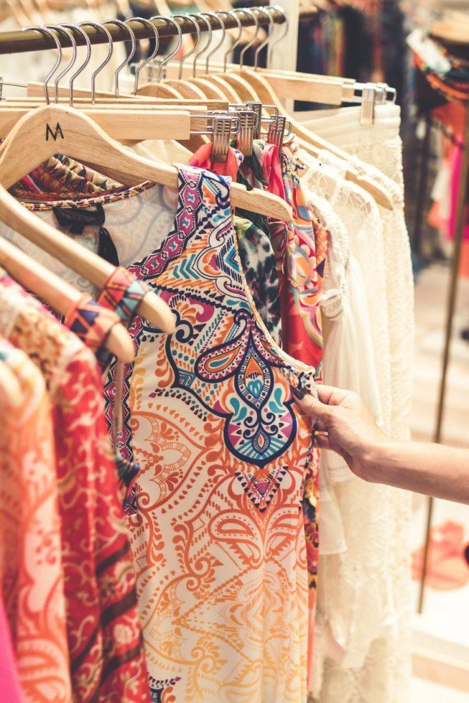ديكورات-محلات-ملابس-للمساحات-الصغيرة