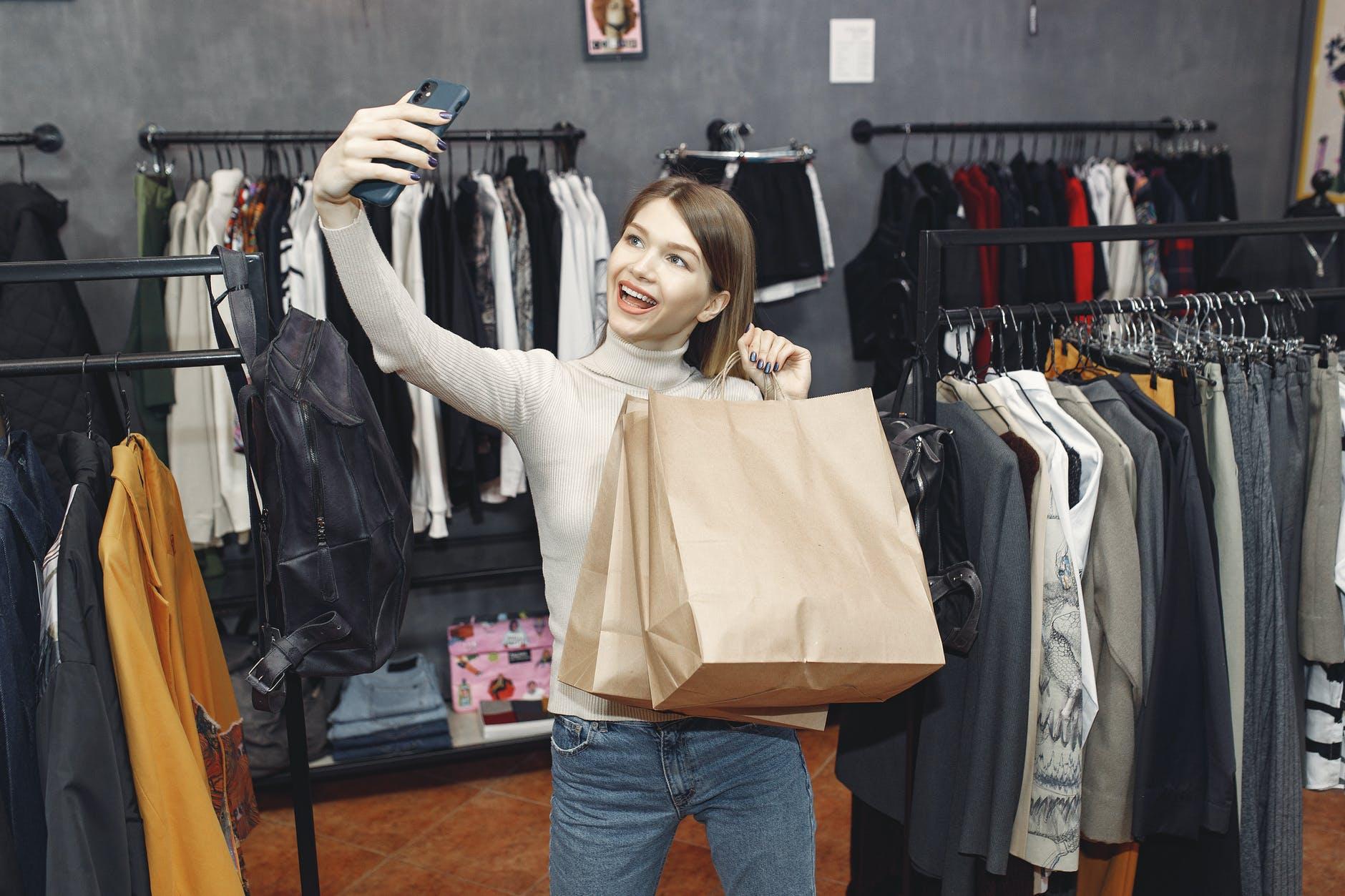 ديكورات محلات ملابس للمساحات الصغيرة