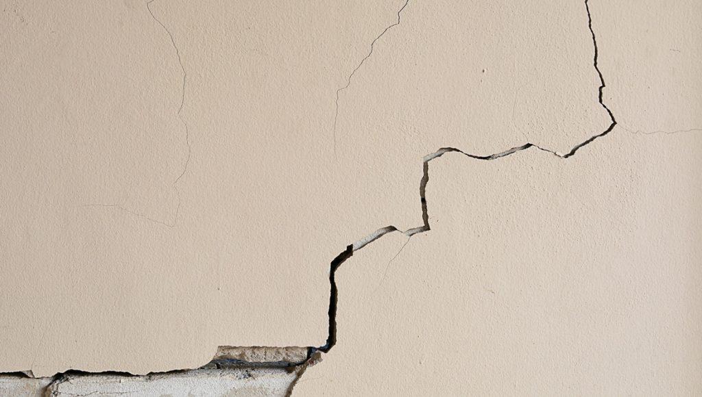 علاج شروخ الحوائط والجدران