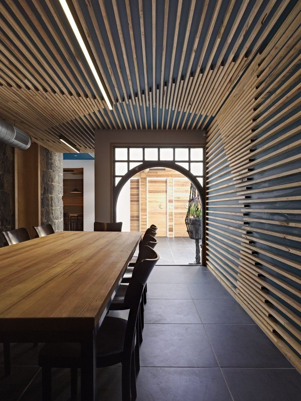ديكورات خشب للسقف والجدران
